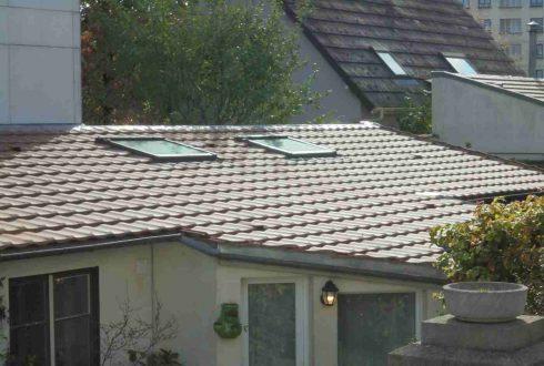 toiture neuve avec Velux en tuiles mécaniques et gouttières en Zinc à Viroflay